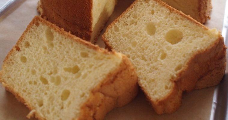 シフォンケーキ、上から食べるか?下から食べるか?  -人によって好みが分かれるみたいだけれど…?-